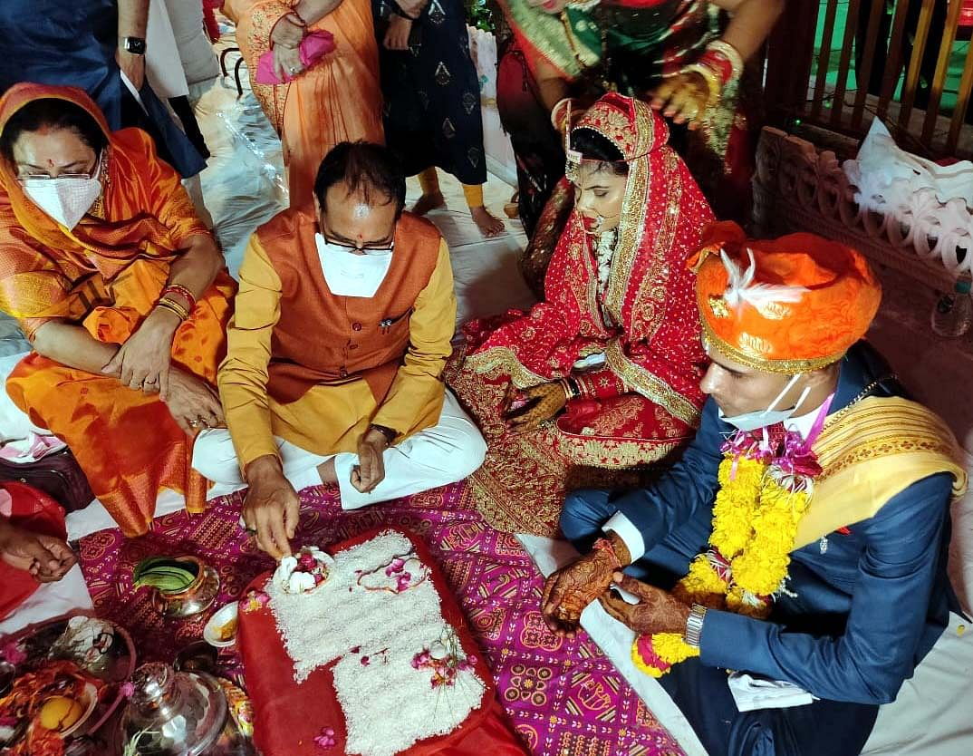 Chief Minister Shivraj Singh Chouhan and his wife Sadhna Singh perform wedding ritual of their adopted daughter in Vidisha on Thursday.