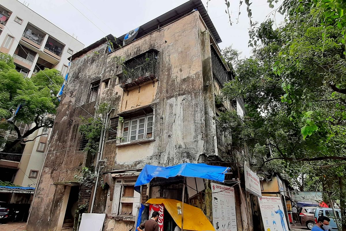 Buildings on the Brink: Residents, commuters at risk as Chembur's Mani Bhavan building remains a disaster in waiting; demolition halted by court order