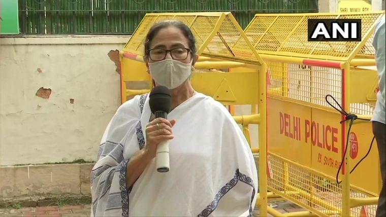 Delhi: Mamata Banerjee meets Nitin Gadkari, discusses projects in West Bengal