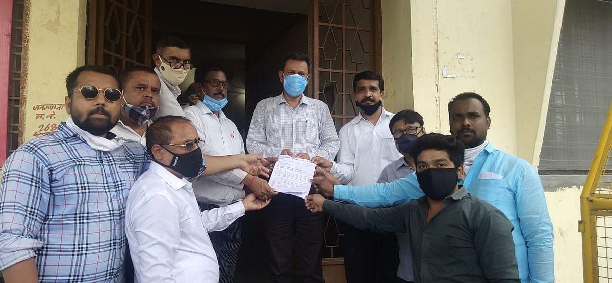Members of Nagrik Adhikar Manch submitted memorandum to tehsildar in Nagda on Tuesday