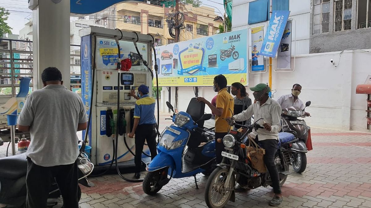 Indore: Petrol on fire, diesel cools down 17 paise after three months