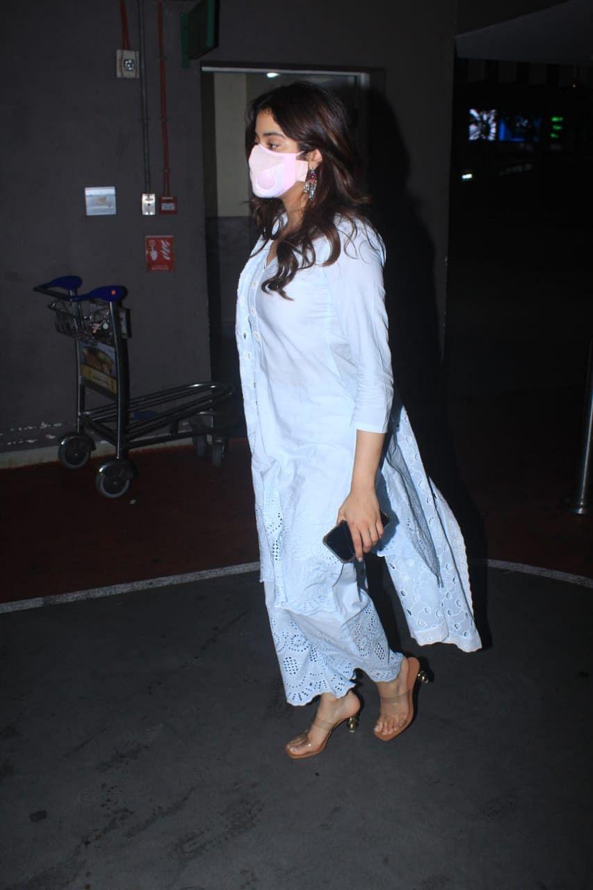 Paparazzi Files: Sonam Kapoor Ahuja, Vicky Kaushal and Janhvi Kapoor spotted in Mumbai; see pics