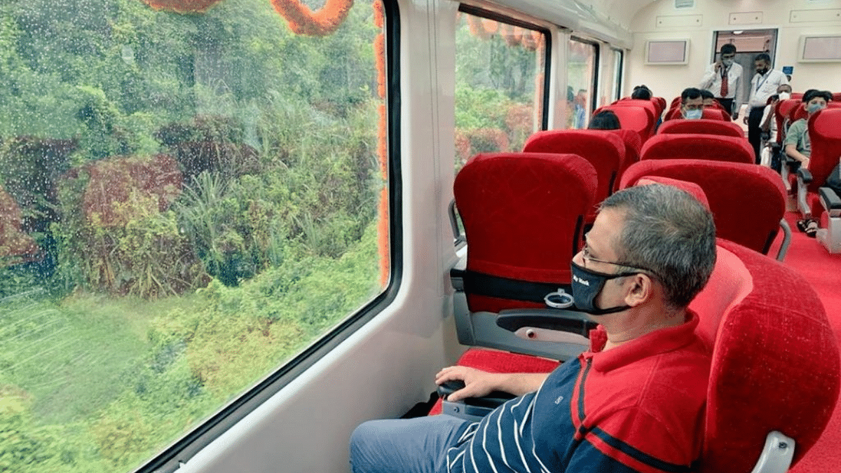 South Western Railway introduces Vistadome coaches on day Express trains; Twitterati say, 'need to pack bags right now'