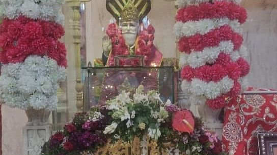 Devotees began their fast and offered prayers with worship at Jhulelal temple on Friday evening.