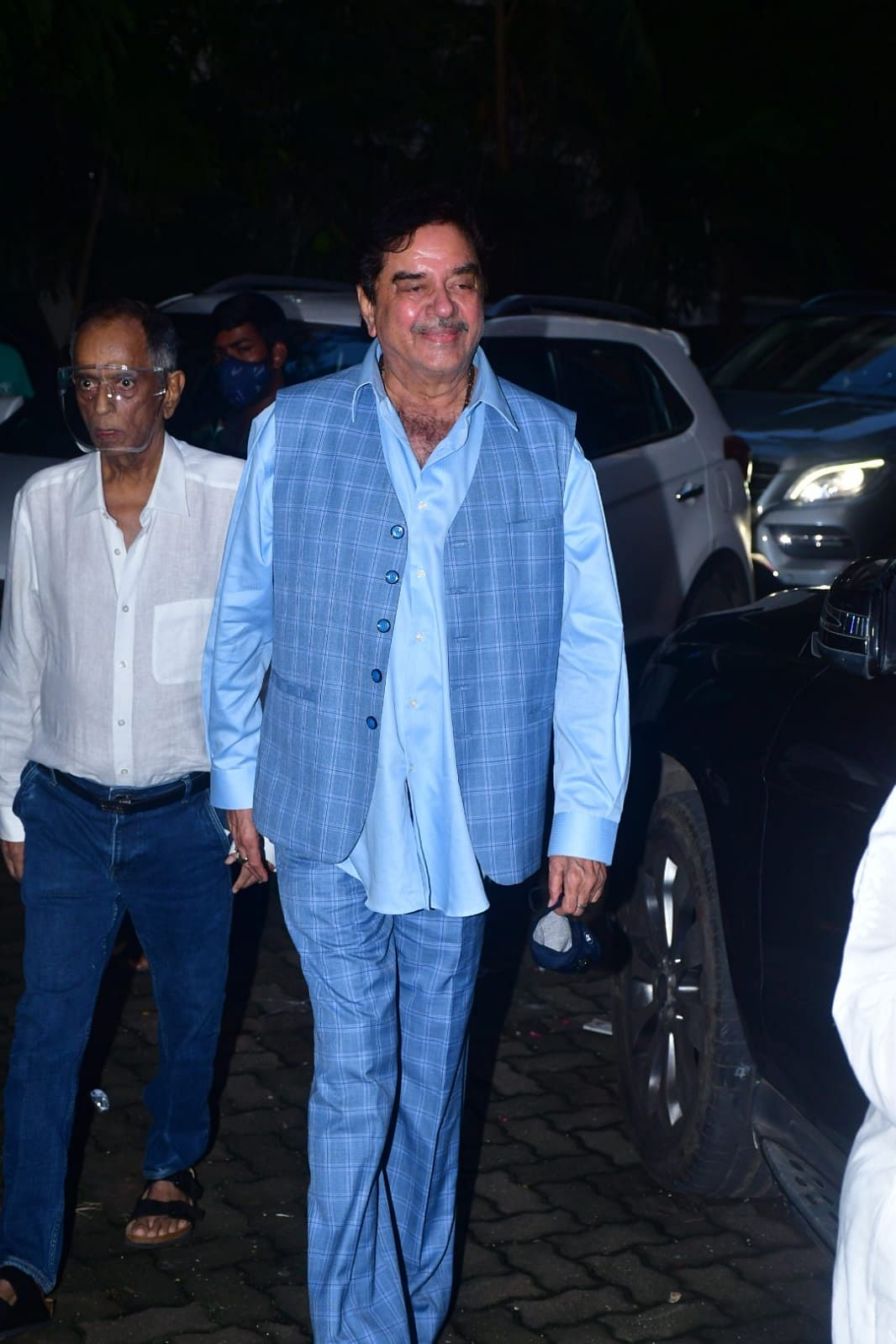 In Pics: Shatrughan Sinha, Karisma Kapoor and others arrive at Chunky Panday's residence after his mother's demise