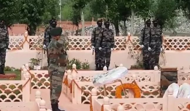 Army pays tributes to soldiers at Drass war memorial