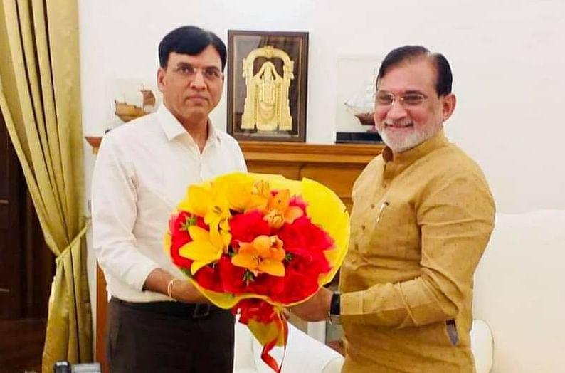 Administrator Praful Patel greets Health and Family minister Mansukh Mandvia