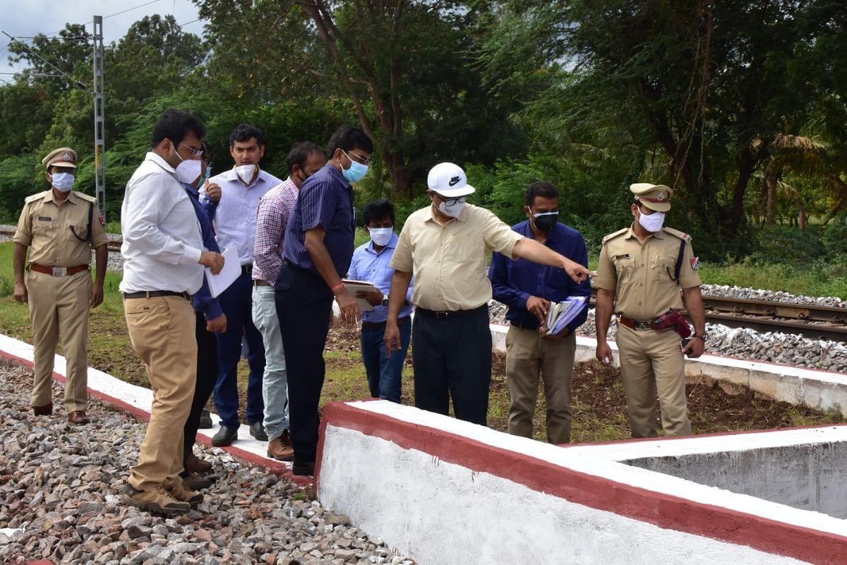 GM/SWR conducts inspection of Ballari - Hubballi Section