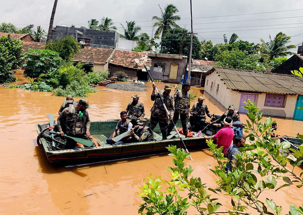 Maharashtra floods: Mumbai has some of richest people in world, they should help, says Sanjay Raut