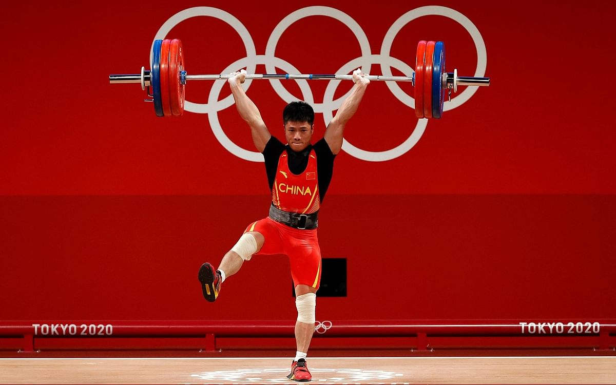 Watch Video   China's Li Fabin lifts 172 kg on one leg in weightlifting record; awarded gold medal at Tokyo Olympics