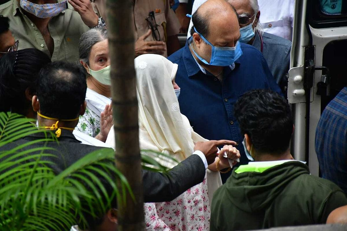 Dilip Kumar Funeral Pictures: Actor's last rites to be held at Mumbai's Juhu Muslim Cemetery