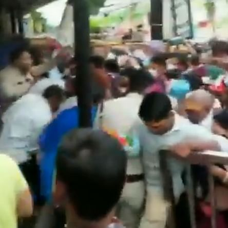 Several injured in stampede at Ujjain's Mahakaleshwar Temple, COVID-19 curbs go for a toss