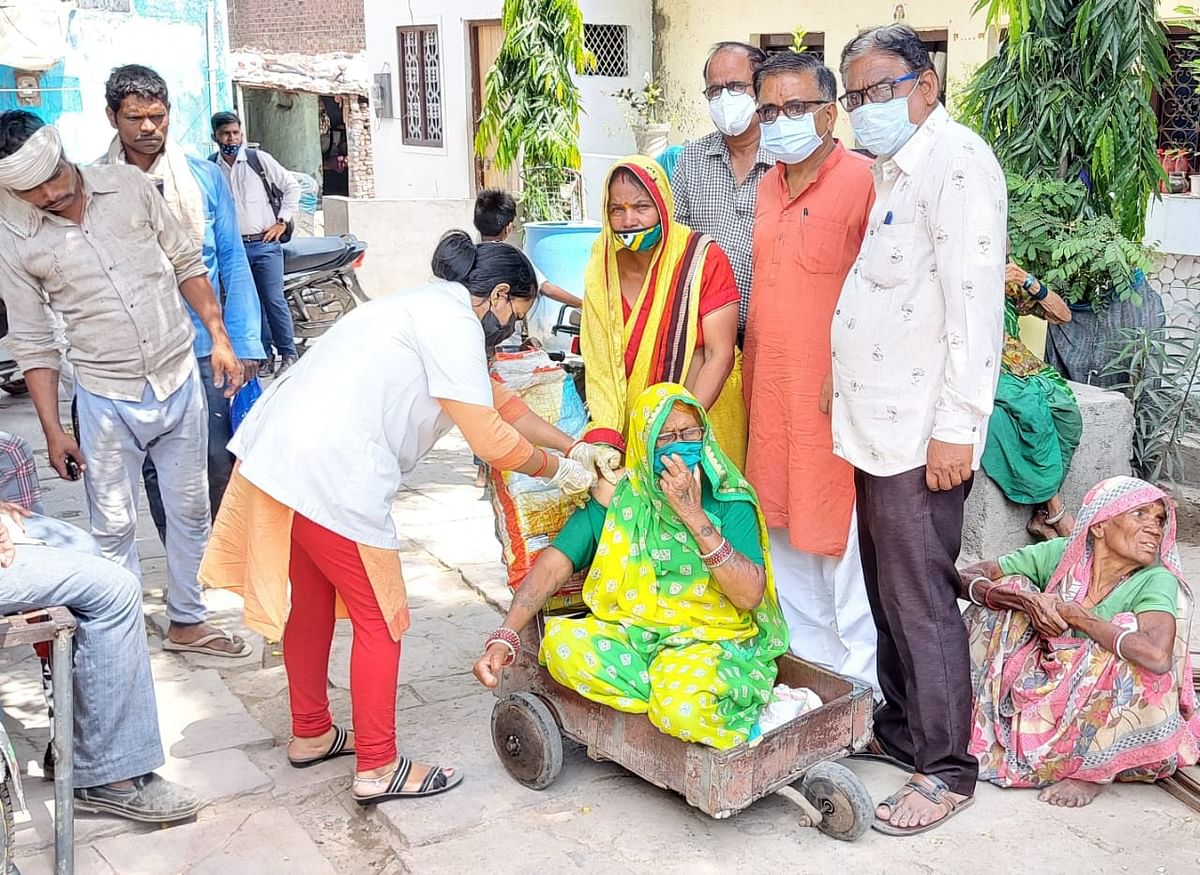 Ratlam: Leprosy patients vaccinated at homes with the help of Deendayal Vichar Manch