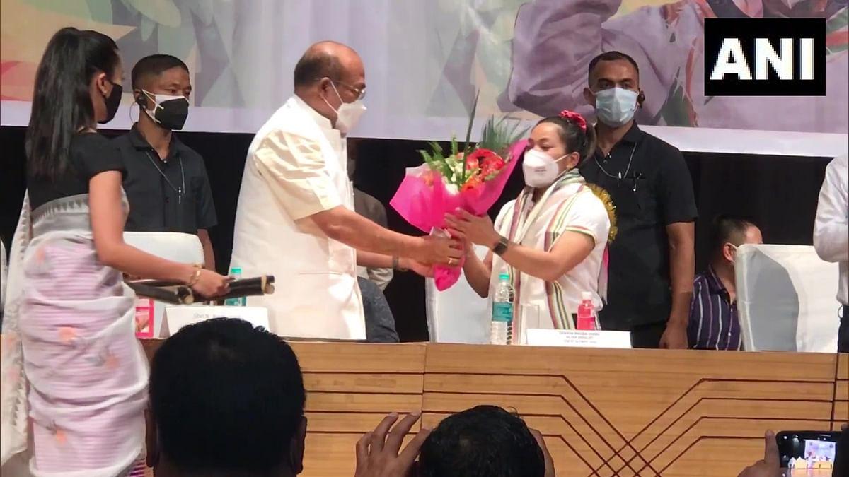 Manipur: CM N Biren Singh facilitates  Tokyo Olympics silver medalist Mirabai Chanu in Imphal