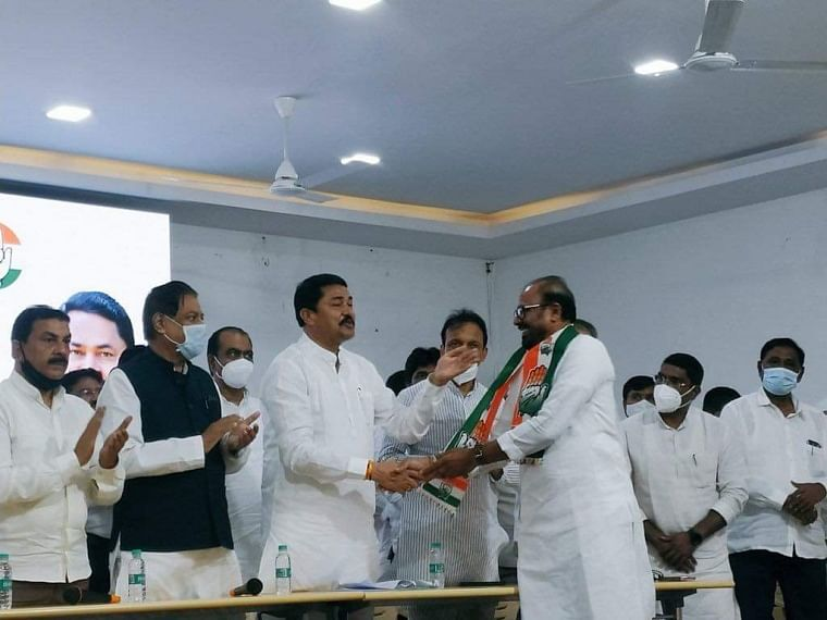 Maharashtra: Shiv Sena leader and former minister Ashok Shinde joins Congress in presence of Nana Patole
