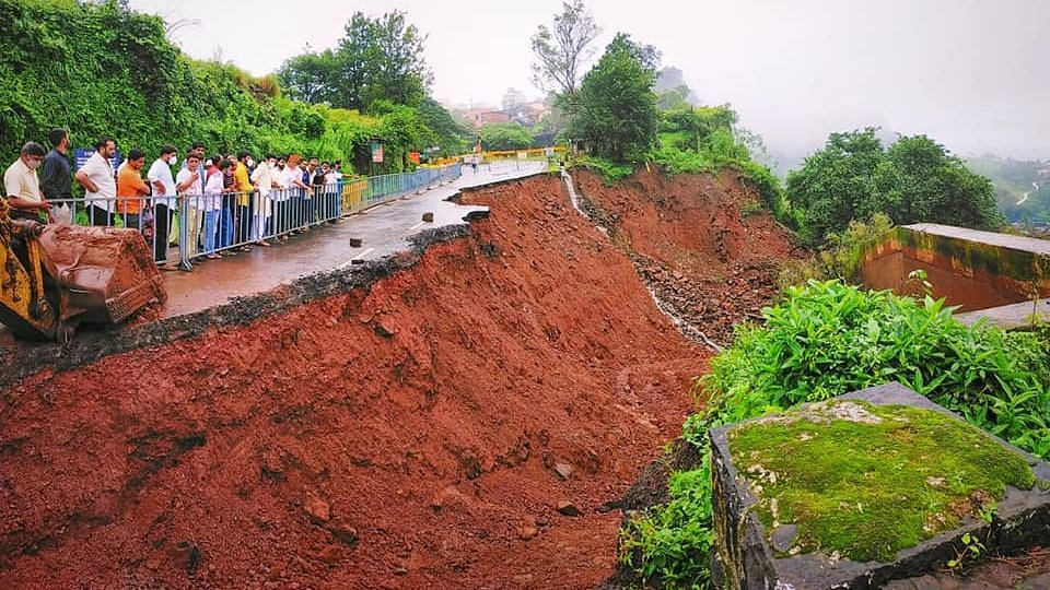 Union Minister of Road Transport Highways Nitin Gadkari sanctions 100 Crore to restore roads affected by rains in Konkan and Western Maharashtra