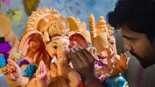 Maharashtra: Ganesh idol makers face demand scarcity due to COVID-19 for second consecutive year