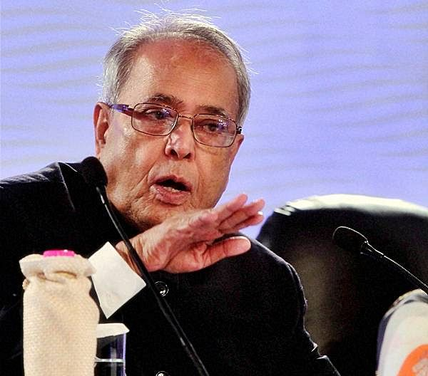 Sonia unable to handle party affairs, Manmohan Singh lost personal contact with MPs ahead of 2014 poll drubbing: Pranab Mukherjee in last memoirs