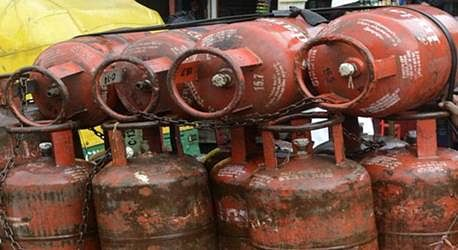 Non-subsidised LPG cylinder price hiked by Rs.26.50