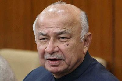 Sushilkumar Shinde seeks Sharad Pawar's blessings in last poll