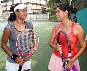 Natasha, Sagarika impress in tennis