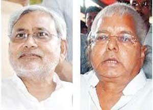 Lalu, Nitish share dais after two decades, ask BSP, SP to do same