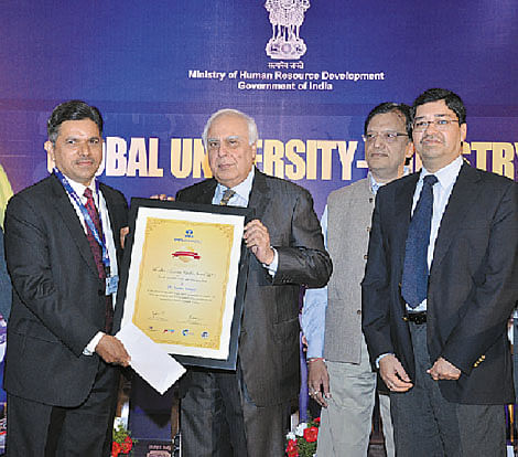 Dr Pednekar (left) receiving the award from Kapil Sibal, Minister of Communications and  Information Technology and Sanjiv Lal, Vice President, Corporate Projects Tata Chemicals. In the background - Dr S S Mantha, AICTE Chairman