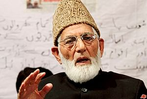 ED issues notice to Hurriyat leader Geelani in foreign cash seizure