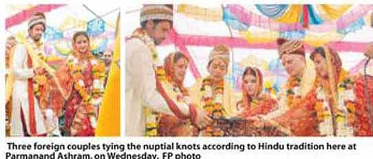Foreign couples marry Hindu way!