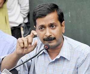 Delhi govt with Cong prop, AAP ki khaatir