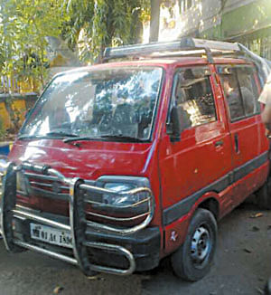 Gritty 10-yr-old jumps out of abductor's van