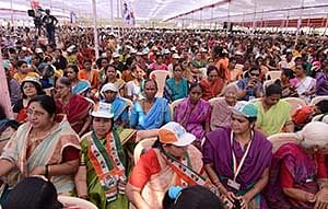 (Left) People patiently hear out the Congress scion at a rally in Bhiwandi on Thursday; (below) At Versova beach, Rahul speaks to the fisherfolk community.