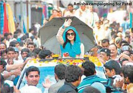 Amisha braves scorching sun for Patel