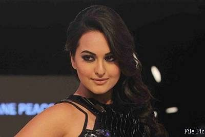 Sonakshi Sinha enters Guinness World Record for nail painting