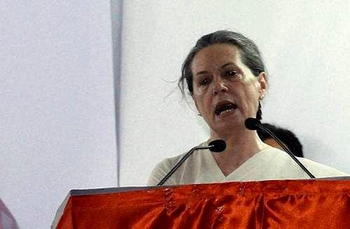 Sonia slams Modi for 'ulte sidhe' barbs