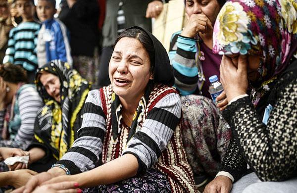 Turkey erupts after blast kills 282 miners