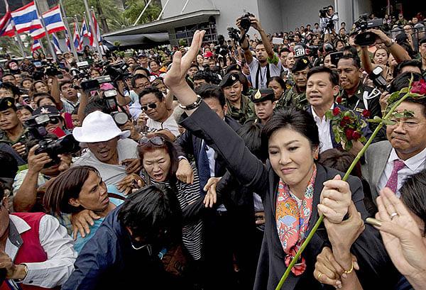 Thai PM meets with senators to discuss crisis