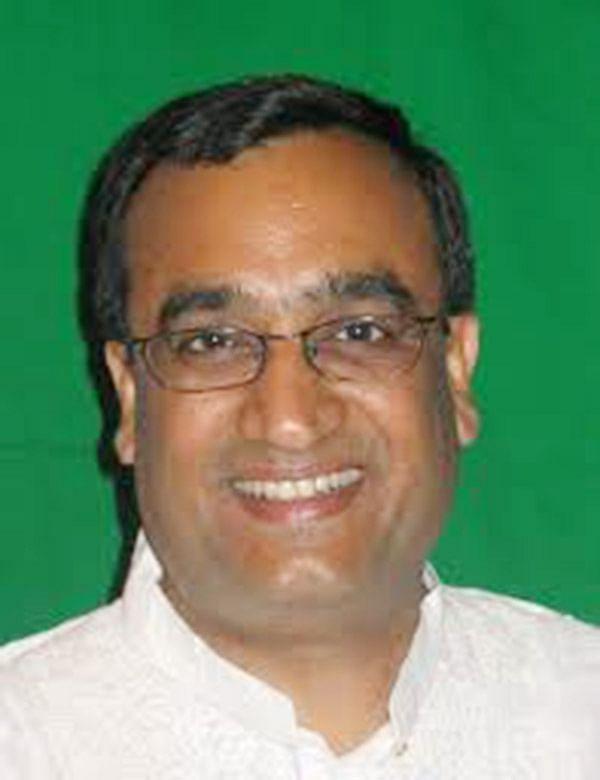 Cong, BJP escalate spat  over  'neech rajniti' barb
