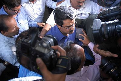 Jignesh Shah being produced in sessions court