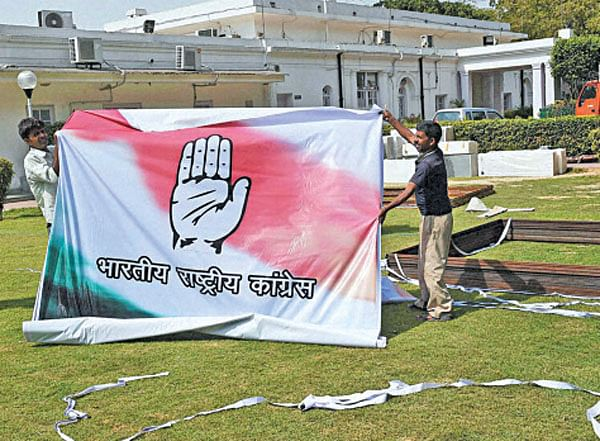 Goodbye dynasty: Rahul 'missing' in posters, too