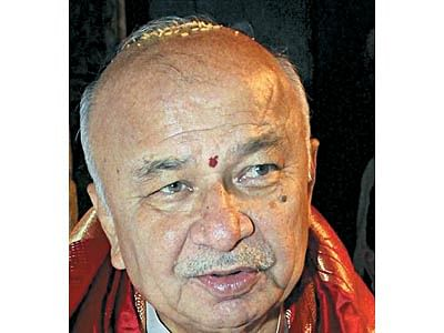SC quashes allotment of flats by Shinde