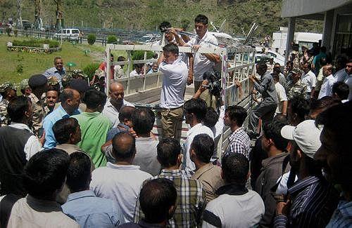 Venkaiah seeks probe into washing away of 24 students in HP