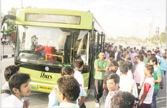Patwari stages demo as ibus refuses to run up to Rau
