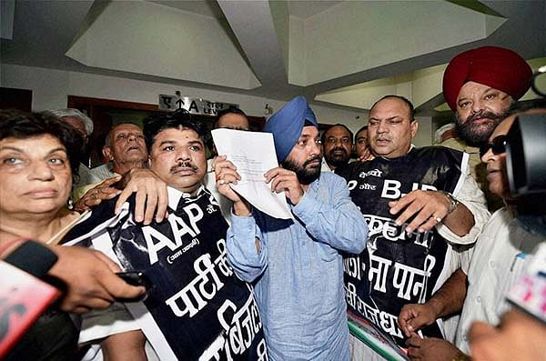 DPCC President Arvinder Singh Lovely shows media a letter from Delhi chief secretary assuring to solve water and power crisis facing the city after a protest by party leaders at Delhi Secretariat on Monday.