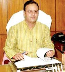Furious Yadav dissolves Bhopal city, rural executives; sacks spokesmen