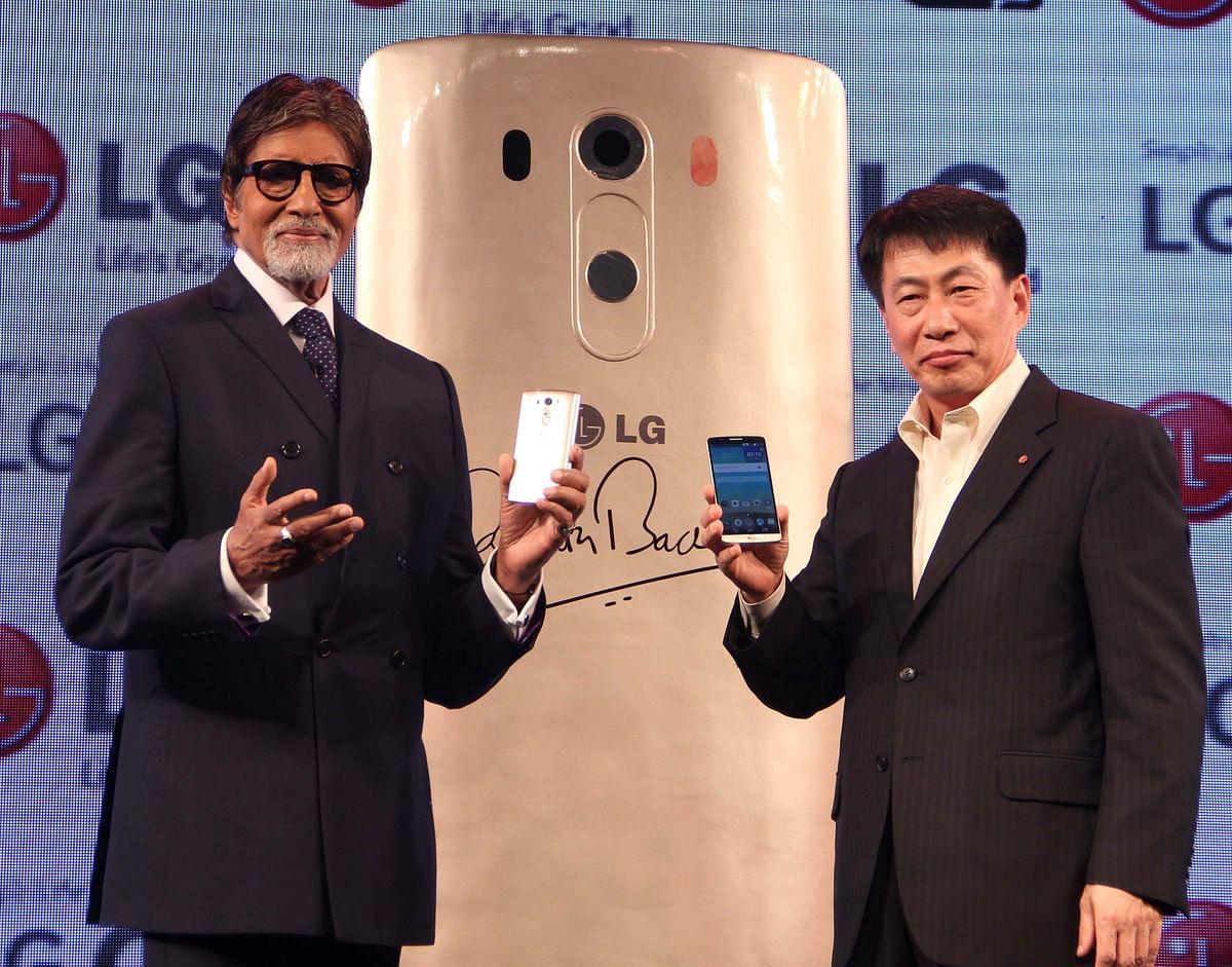 Big B unveils LG India's smartphone G3