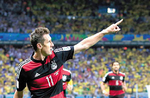 Klose breaks Ronaldo's record