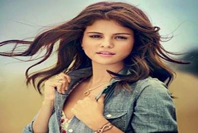 Selena Gomez caught in elevator scare