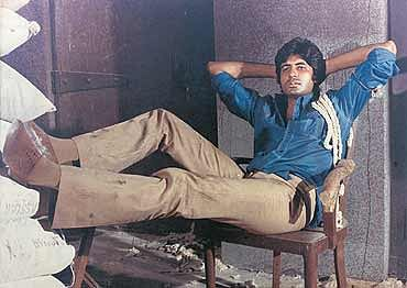 Amitabh Bachchan iconic look in 'Deewar' resulted from tailoring error