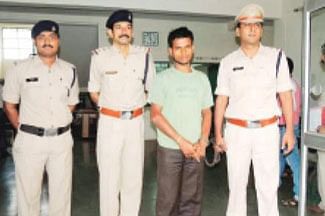 Gang dups woman of Rs 98,000 in `lottery'